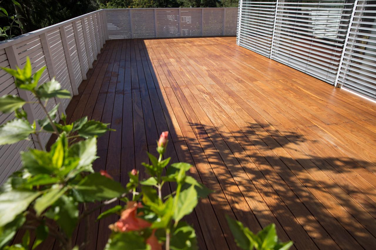 Holz oder Aluminium: Welche Unterkonstruktion soll ich für meine Terrasse wählen?