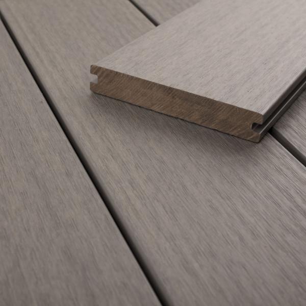 FANO WPC UltraShield Terrassendiele massiv mit Schutzmantel Basaltgrau, gebürstet